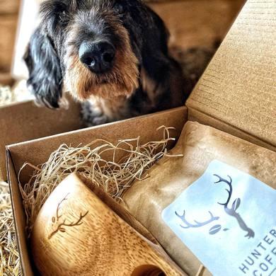Hunters Coffee odporúča 9/10 jazvečíkov 🐾☕️ ☑️Ideálne darčekové sety ktoré potešia každého milovníka kávy   ☑️Spravte si radosť a nakombinujte si svoj darčekový set podľa vlastného vkusu 👌🏻 ☑️Nájdeš na e-shope alebo si príď priamo vybrať do kamennej predajne  ☑️www.deerland.sk☑️  #deerland #teamdeerland #hunterscoffee #coffeetime #hunting #huntingdog #dachshund #huntingshop #shopnow @hunterscoffeeeurope